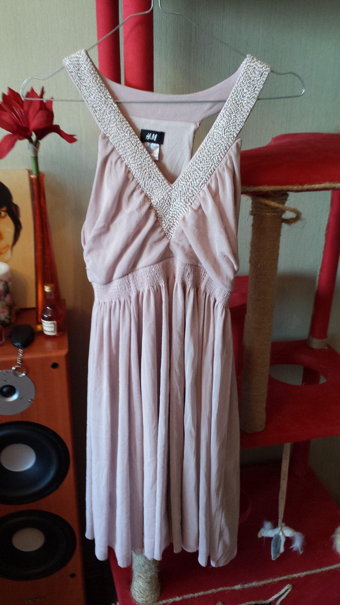 3b7d408014f Hall, pehmest matrejalist kleit, valgest pitsist ülaosaga. Pikkus u 80 cm.  Keskel kumm. Sobib kleidina või tuunikaks. Suurust sees ei ole, aga mulle  oli ...