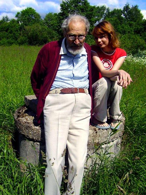 Minu papa omas elemendis - rinnuni pükstega, karjamaal, kus talle meeldis lõket teha ja minuga koos, kes ma talle ka ikka omajagu meeldisin :)
