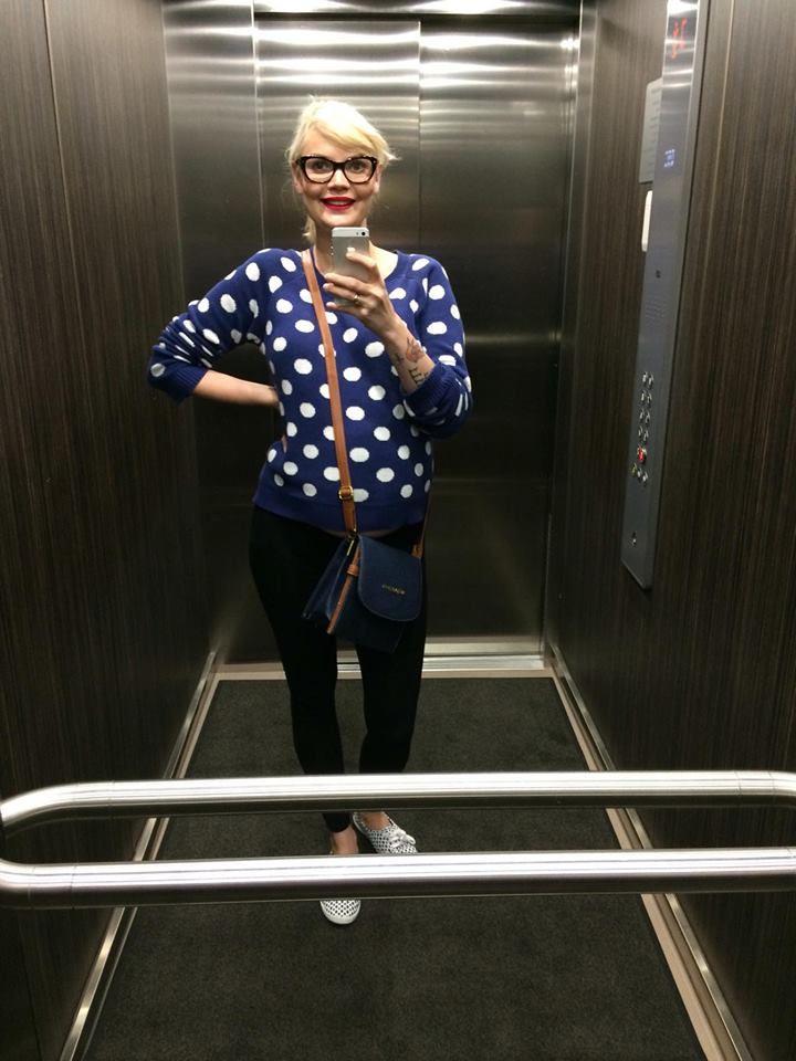 Tegin raadiomaja liftis väikse selfi ka, sest mulle nii meeldib mu Humanast skooritud kampsikukene. Viis euri well spent!